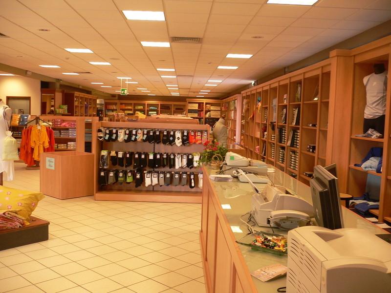 Arredamenti palazzin a verona negozi boutiques for Arredamenti a verona
