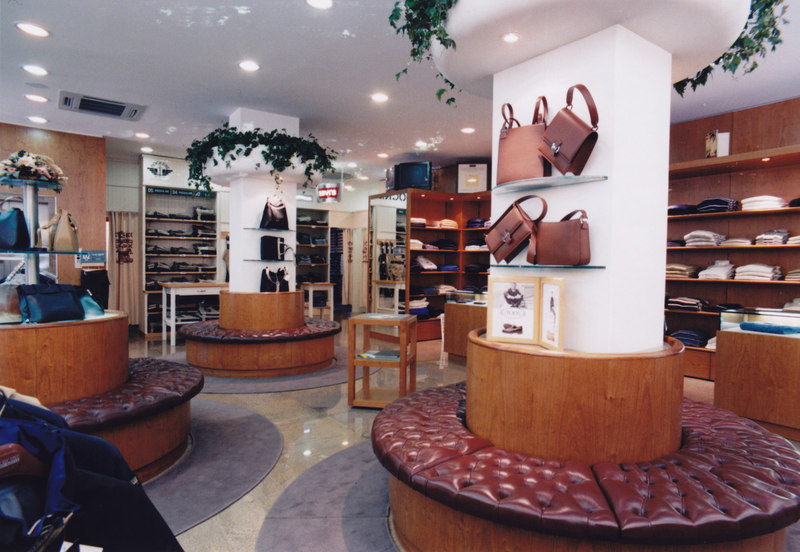 Arredamenti palazzin a verona negozi boutiques for Arredamenti verona
